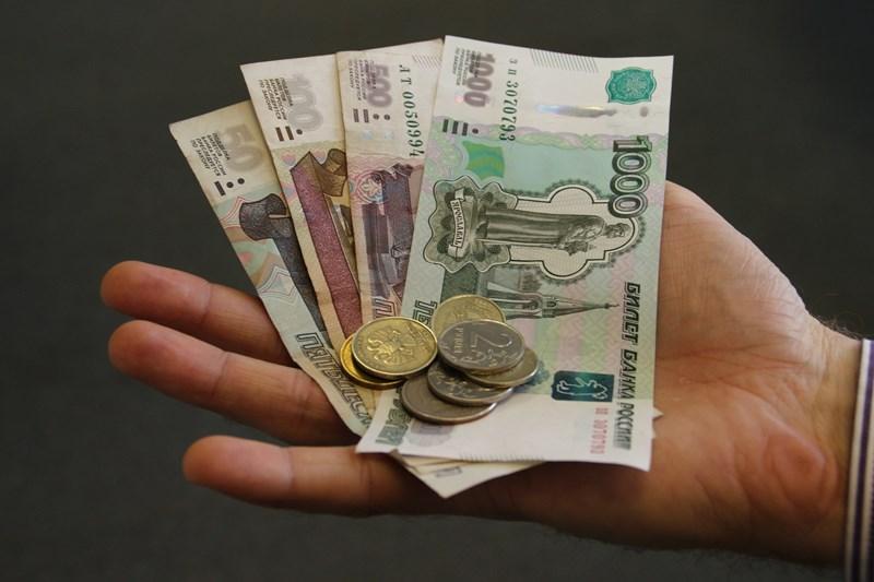 Деньги до зарплаты в Омске: взять в интернете или нет?