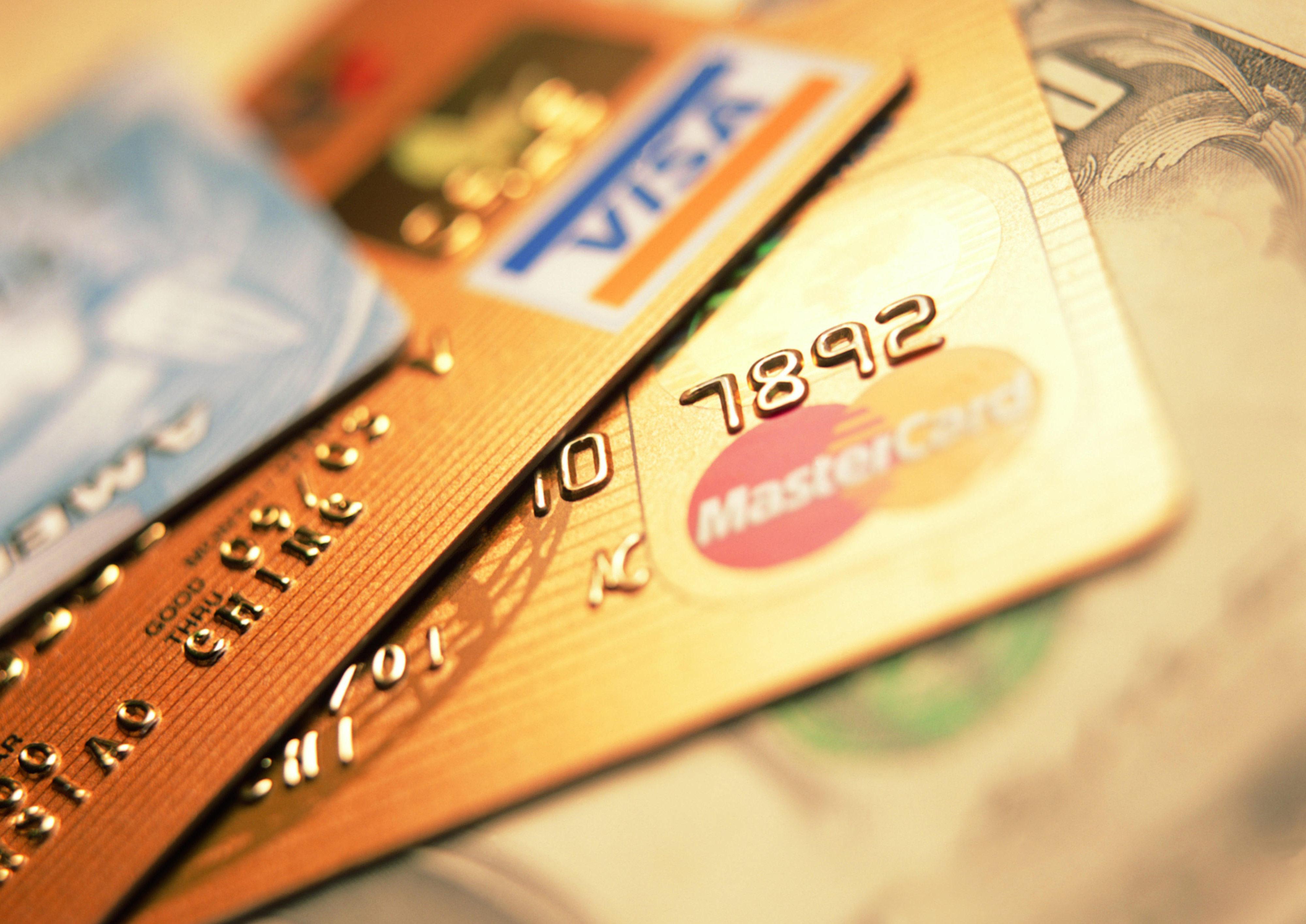 Можно ли получить кредитную карту в 21 год?